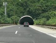 """Движението в тунел """"Мало Бучино"""" на АМ """"Струма"""" ще e двупосочно в една тръба"""