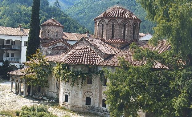 Архимандрит Симон е освободен от длъжност игумен на Бачковския манастир.