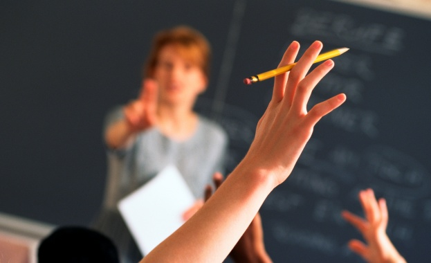 Премиерът Бойко Борисов обеща допълнителни 360 млн. лв. за увеличение на заплатите на учителите още догодина