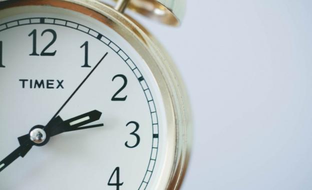 Евродепутатът Момчил Неков организира обществена дискусия за смяната на часовото време