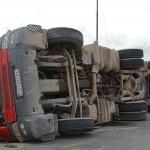 Пиян шофьор обърна тир и блокира пътя Видин-Монтана
