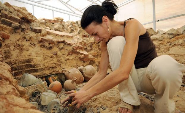 Непокътната гробница от римско време откриха археолози край Благоевград. Това