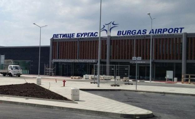 Самолет кацна аварийно на летището в Бургас