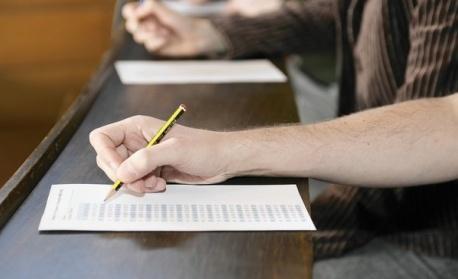 Седмокласниците се явяват на изпит по математика