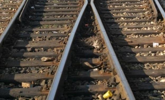 Откриха тяло на жена със зверски наранявания до жп линия