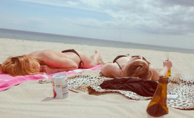 Хубави плажове, пълни хотели, веселие на достъпни цени - българският