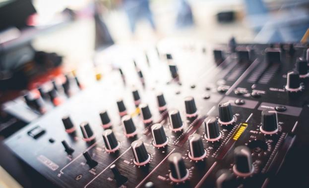 43% от българите слушат музика всеки ден, а 27% няколко