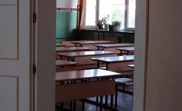 Как заради спор за дъвка тийнейджърка наръга своя съученичка с нож?