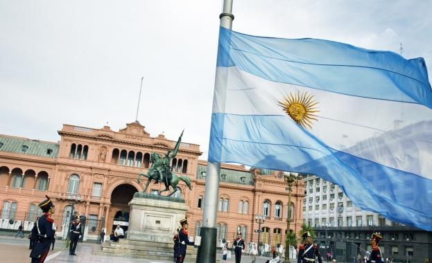 Аржентинският министър на икономиката Николас Духовне подаде оставка след рязко