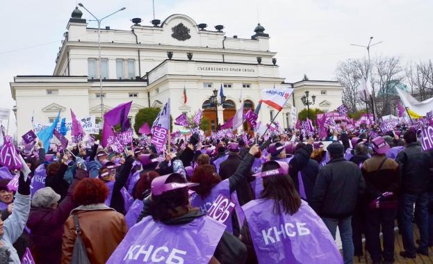 Снимка: КНСБ с доклад за нарушените права на труда