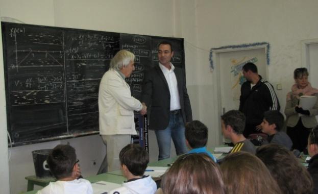Теодосий Теодосиев: Превръщам физиката в изящна словесност