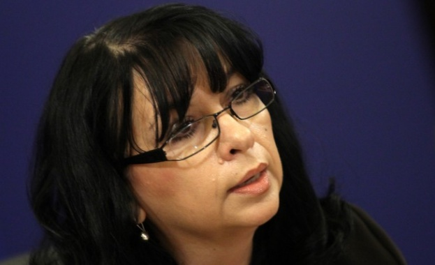 Бизнесът поиска оставката на министъра на енергетиката, държала се нагло и говорела неистини