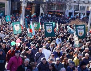 """Над 10 000 българи под знамената на """"Атака"""" отбелязаха 137 години от Освобождението"""