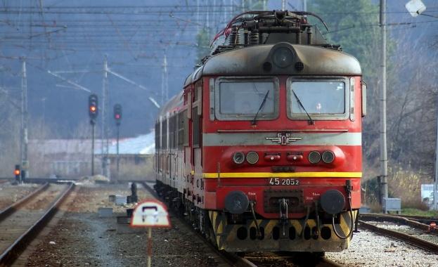 Мъж загина, след като се хвърли пред влак край Стражица