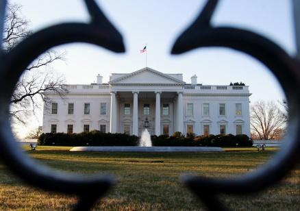 Белият дом отложи със седмица новия указ, забраняващ влизането на чужденци в САЩ