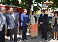 Министър Танева наряза суджук за Гинес