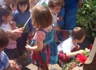 Деца от столичната 28 ясла поднесоха цветя пред паметника на Ботев