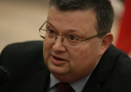 """Цацаров: Позиция на кабинета ли е, че при ареста на Иванчева са """"прехвърлени границите""""?"""