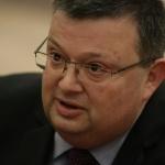 Цацаров: Не приемаме уведомления, казани пред микрофони