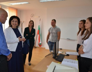 """Министър Танева даде старт на приема на проекти по подмярка """"Стартова помощ за млади земеделски стопани"""""""