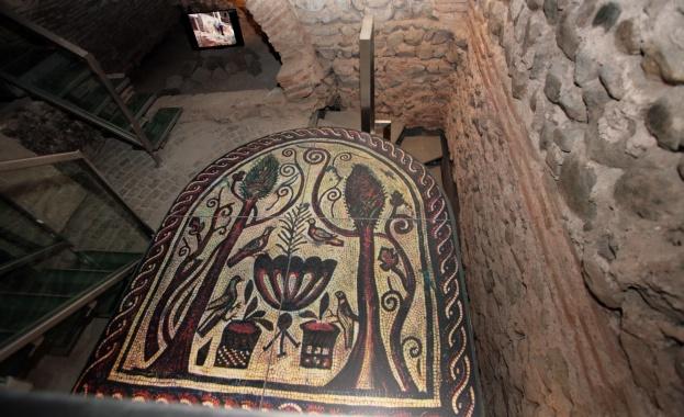 Уникална мозайка на 16 века бе открита при разкопките на Ларгото