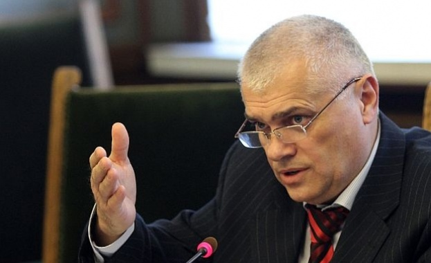 Валентин Радев: Много често умишлено пускаме мигранти да преминат оградата