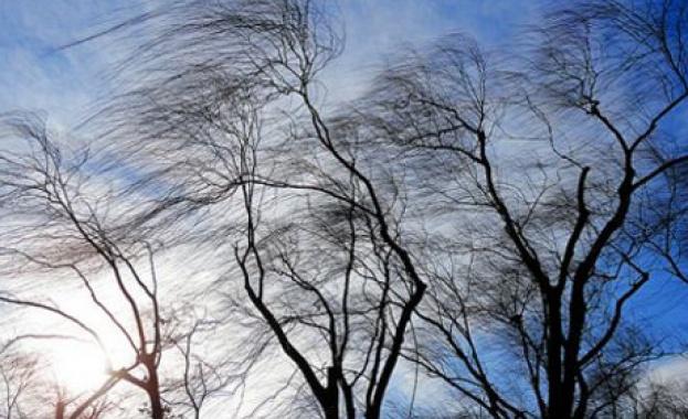 Опасен вятър в цялата страна днес