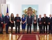 Президентът Плевнелиев удостои с висши държавни отличия дейци на културата за приноса им към духовността