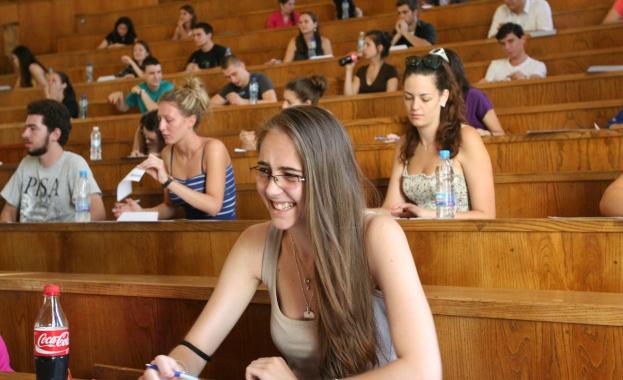 С изпит по история на България продължава втората кандидатстудентска сесия