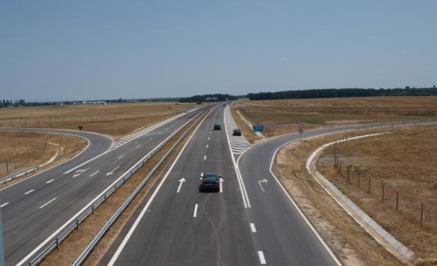 """Автомобил се запали на магистрала """"Тракия"""""""
