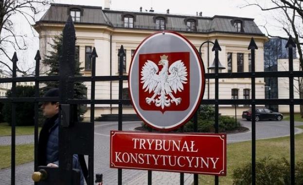 Управляващите в Полша искат да защитават децата от