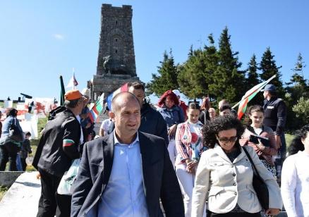 Ген. Радев: Можем и трябва да бъдем отговорни за бъдещето на България