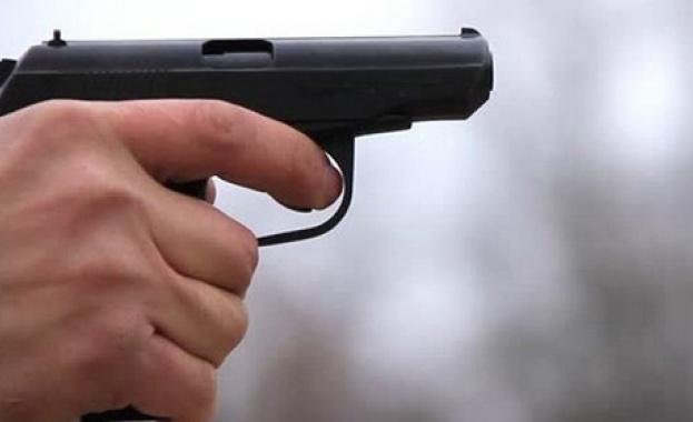 Зрелостник с газов пистолет на матура