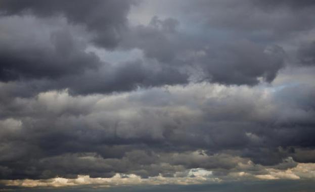 Опасно време в половин България