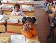 Бедност и ранни бракове гонят десетки деца от клас