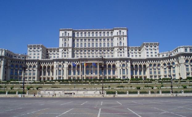 Румънският парламент гласува вот на недоверие, сваляйки правителството на министър-председателя