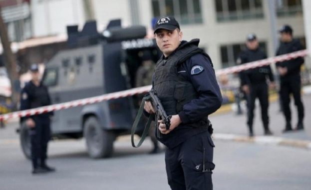 Задържаха шестима в Турция, готвили атака на 1 май