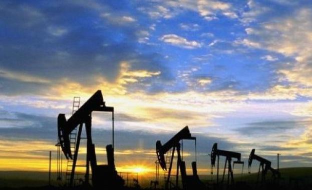 """Иран предупреди купувачите на нефт, че ги очакват """"тежки"""" месеци"""