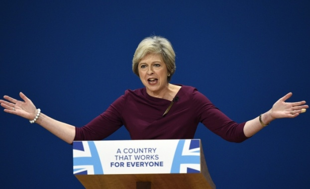 Мей слага край на свободното движение на хора от ЕС към Острова