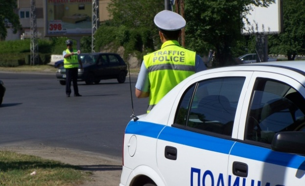Пътна полиция провежда акция за контрол на товарните автомобили и автобусите