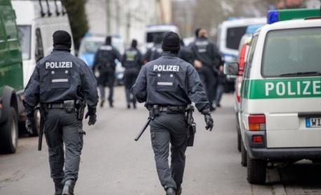 Холандската полиция налага фейскнтрол, ще съблича бедняци със скъпи дрехи