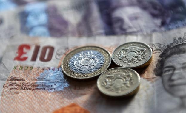 Британската лира се срина до 28-месечно дъно спрямо щатския долар.