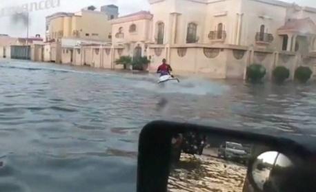 С джет по улиците на Саудитска Арабия (видео)