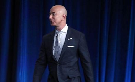 """Директорът на """"Амазон"""" е вторият най-богат човек в света"""