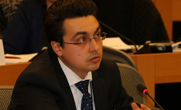Момчил Неков: Държавата да се намеси спешно в защита на пчеларите