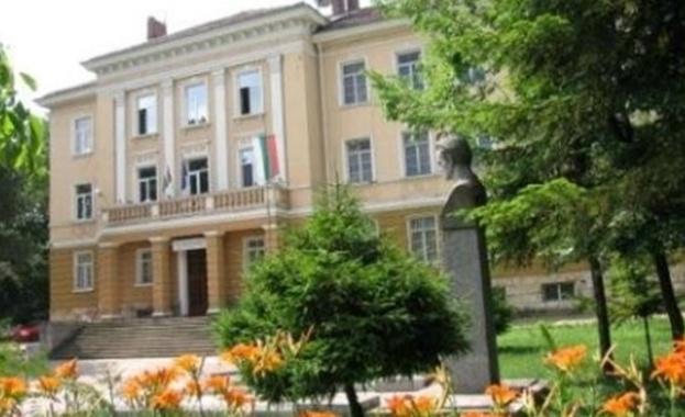 Ученичка падна от третия етаж на гимназия в Шумен