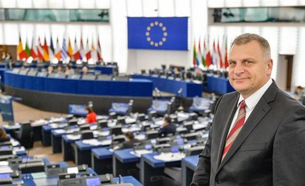 Петър Курумбашев: Юнкер си позволи да бъде честен в изказването си, защото е в края на политическата си кариера