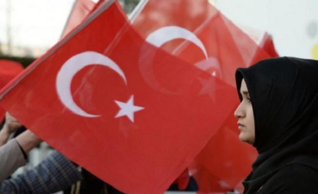 Когато републиката на Ататюрк катастрофира в сарая на Ердоган