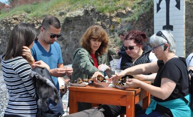 Лятото идва с бургаска класика - миди и бири на острова
