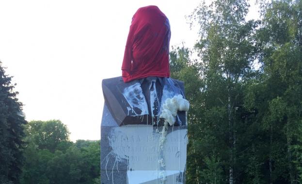 Заляха с боя паметника на Рейгън в София